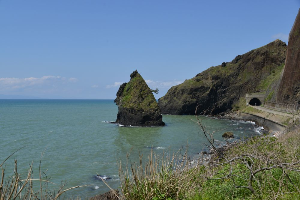 立岩と崖-1