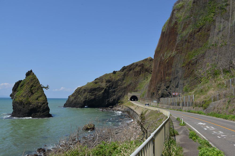 立岩と崖-2