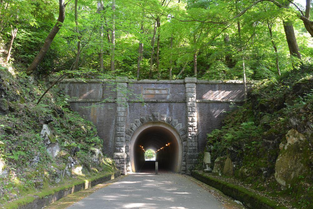 公園のトンネルー1