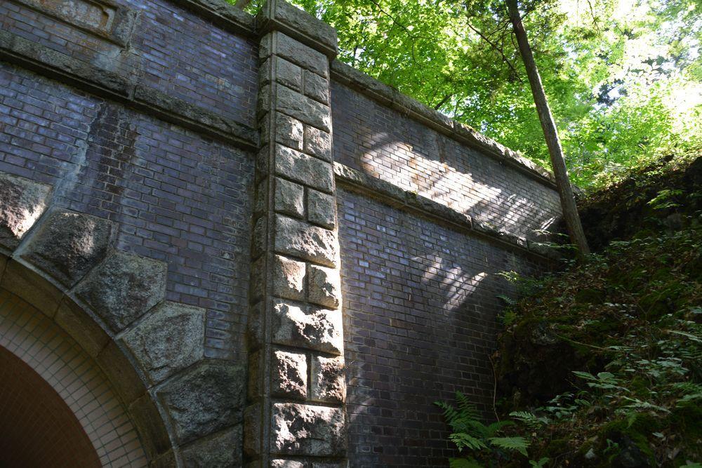 公園のトンネルー2