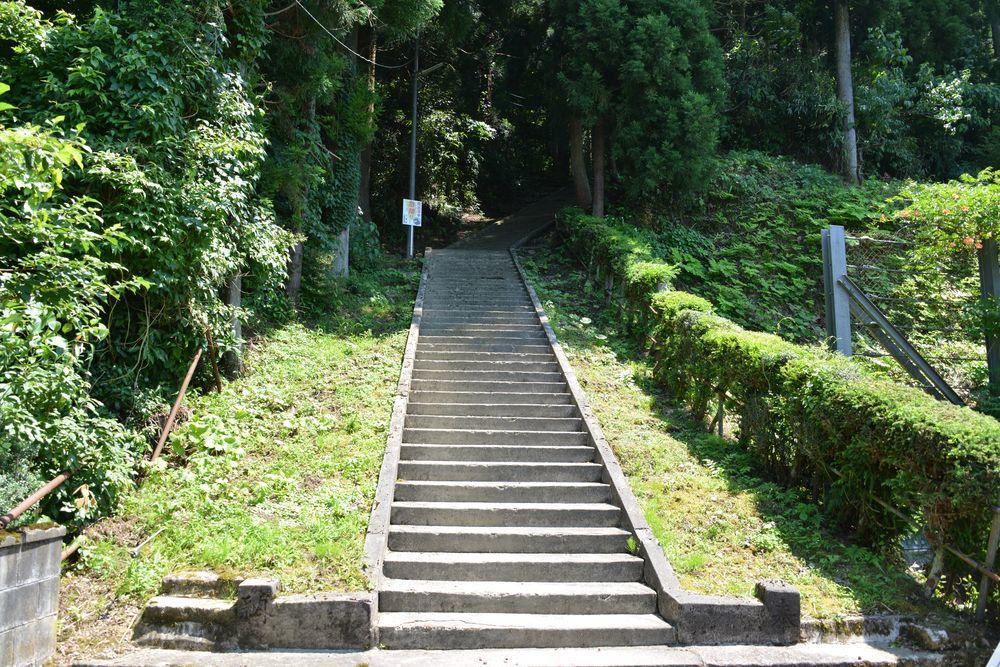 石動神社石段-2