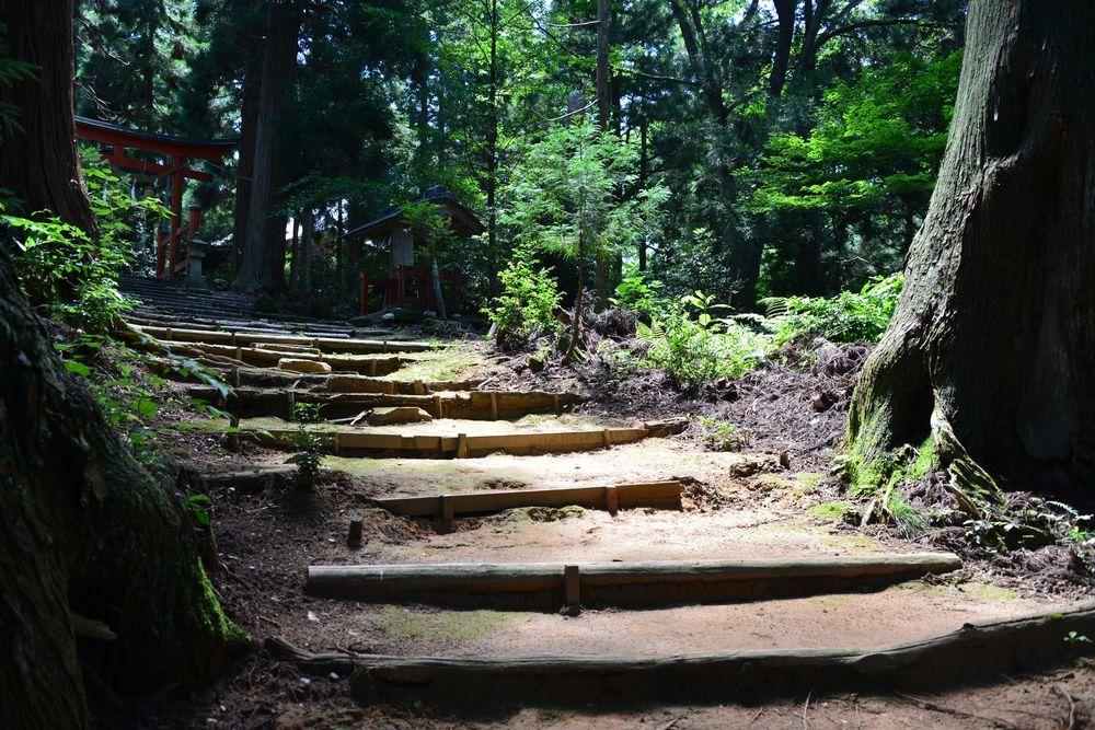 石動神社石段-8