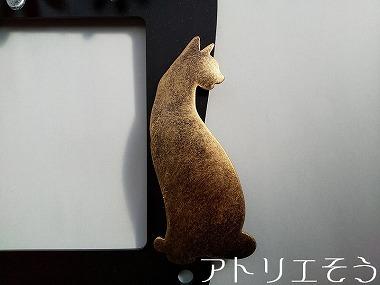 猫とマーガレットのインターホンカバー 。錆に強いステンレス製インターホンカバー。