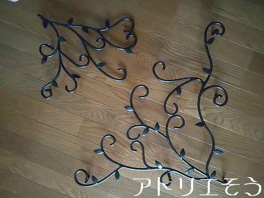 葉モチーフの窓枠飾り 。錆に強いアルミ製窓枠飾り。