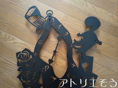 時計と薔薇とトランプ妻飾り 。錆に強いステンレス製妻飾り