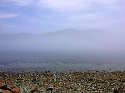 和丸水産 前面の海が濃霧で染まる