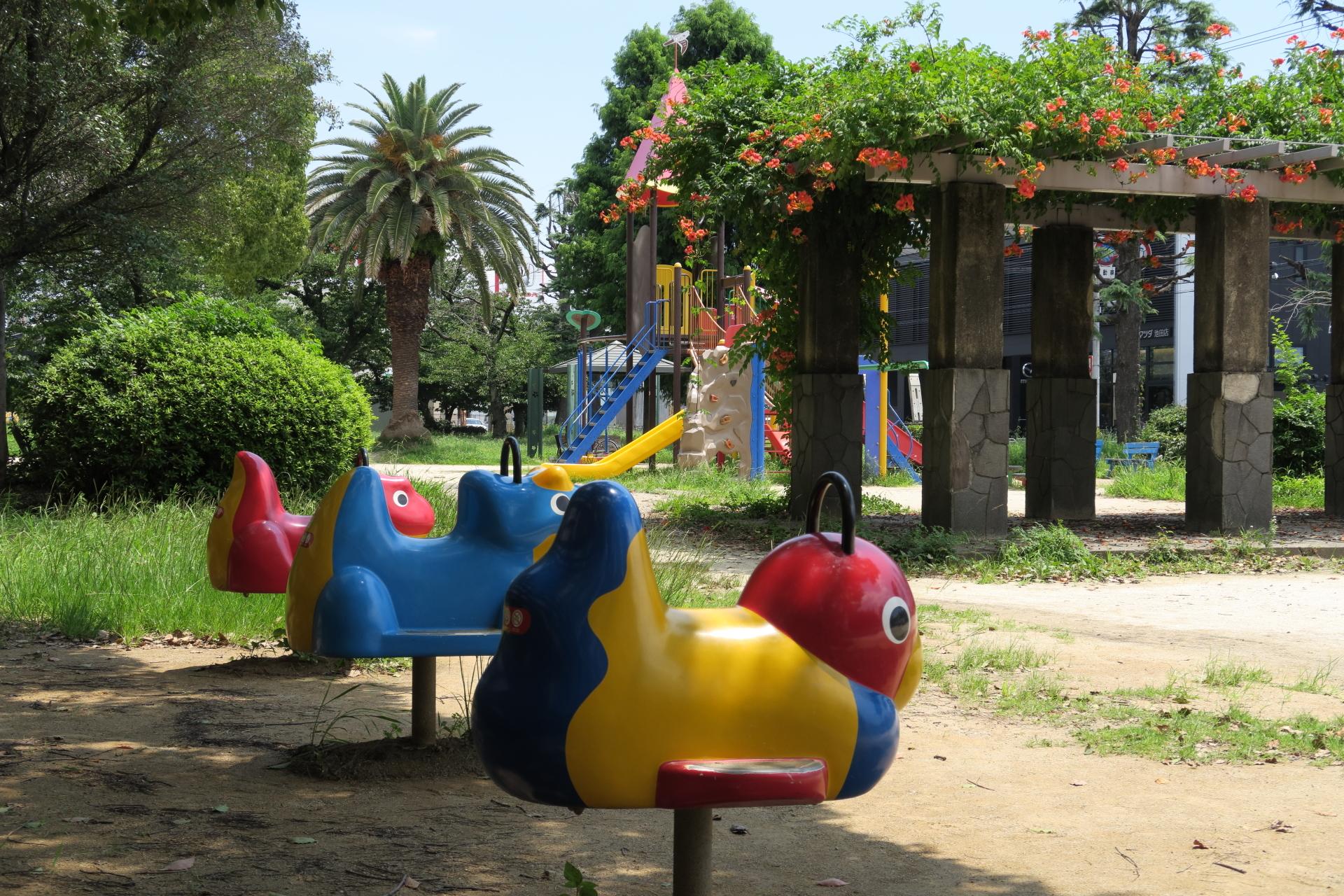 児童公園の乗り物