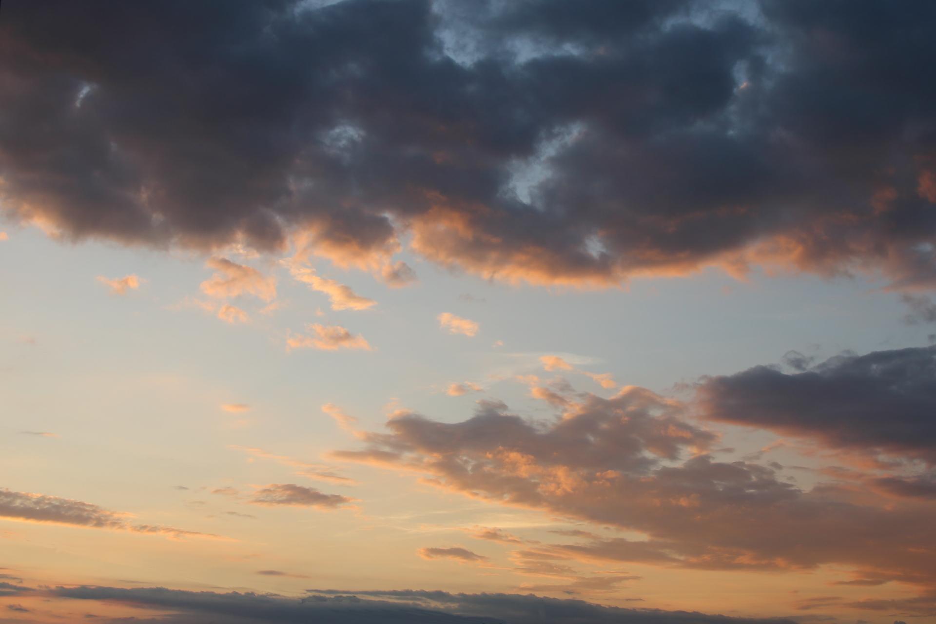梅雨明けの夕方
