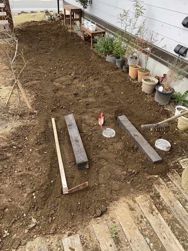 庭ガーデニング耕し (6)