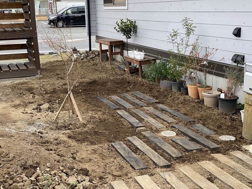 庭ガーデニング耕し (7)