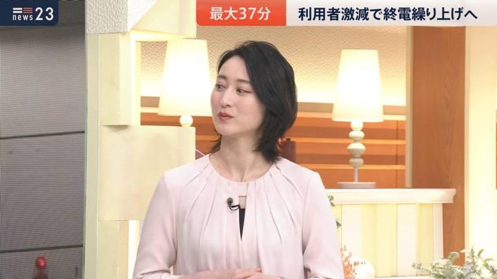 2020年10月21日小川彩佳の画像04枚目