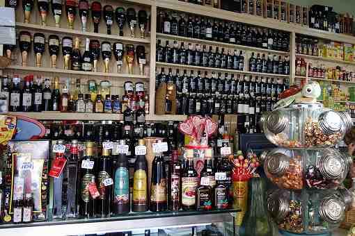 商店にもこの通りたくさんのポートワインを売っています