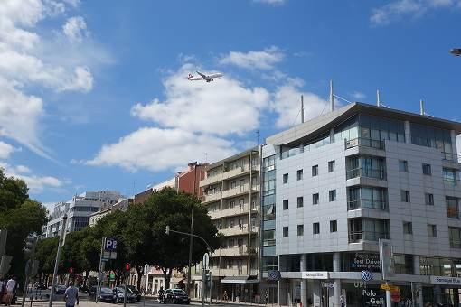 ポルテラ空港は市内に近いので、飛行機が大きく見れます