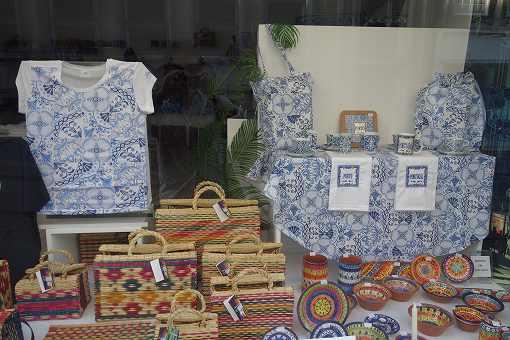 ポルトガルのお土産にもアズレージョ柄が定番です。
