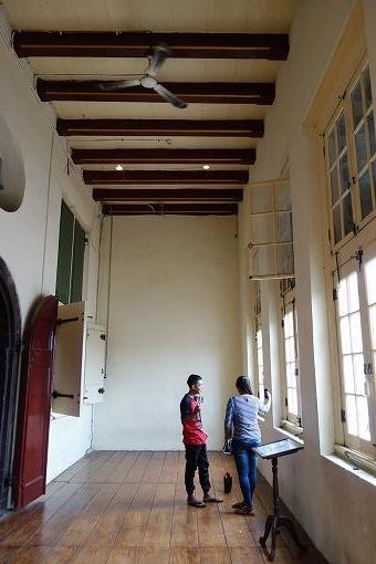 天井も高く開放的