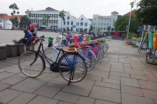 カラフルな貸し自転車