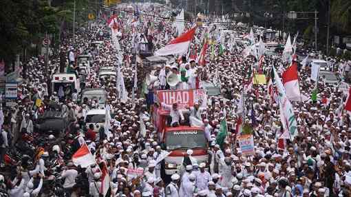 大規模なデモ
