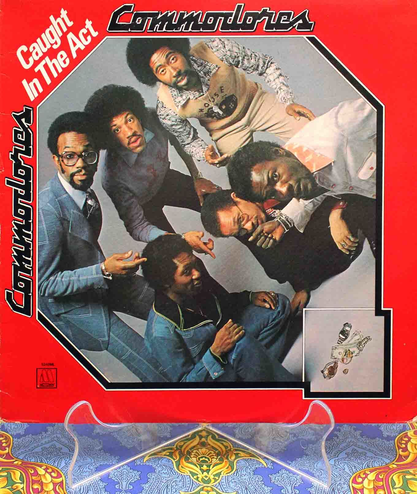 Commodores Caught In The Act 01