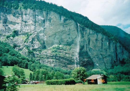 060708シュタウブバッハの滝ー遠景