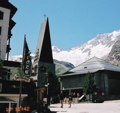 060710-1242サースフェー街の広場と教会