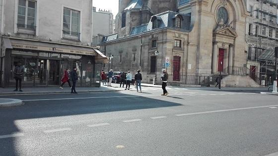 外出禁止のパリ