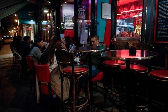 パリのバー閉店