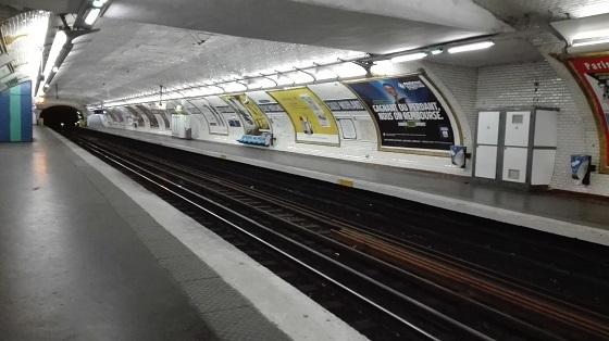 パリ、外出禁止