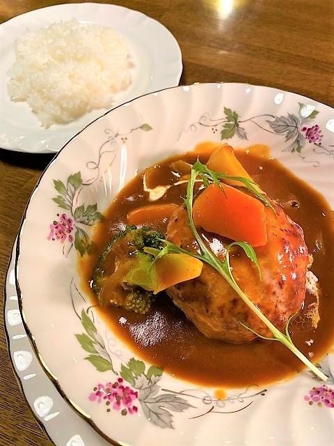 土蔵cafe FUJINOYA 煮込みハンバーグランチ