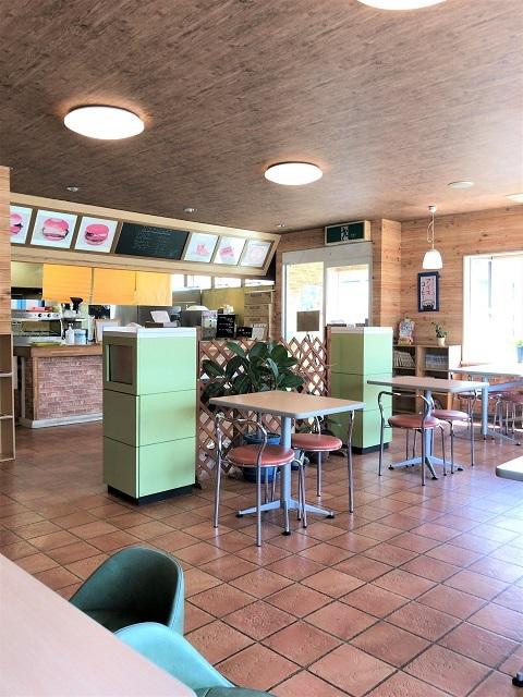 サフラーハンバーガー 店内