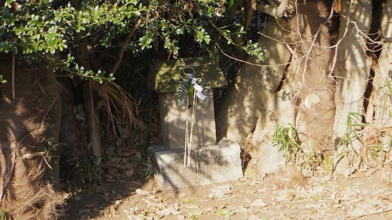 調布市佐須町の正体不明の塚3