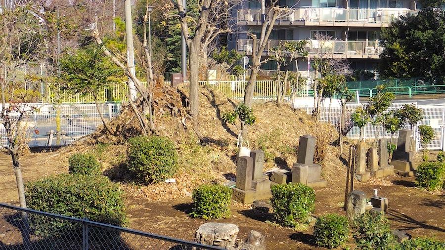 「練馬区石神井台の正体不明塚」4