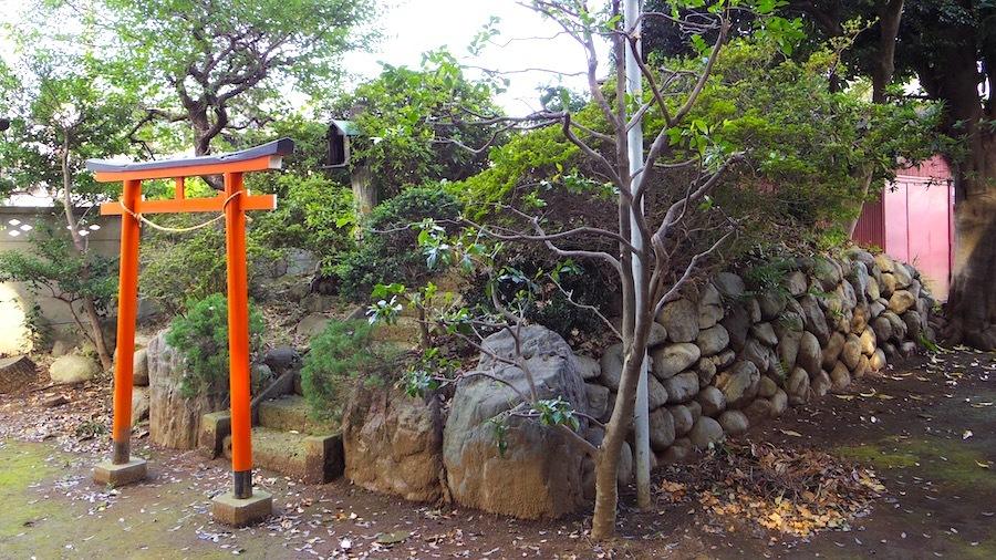 「和田神社の塚」3
