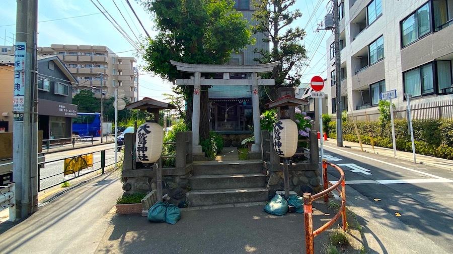 大鷲神社と「塚」交差点1