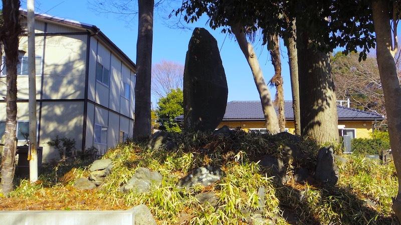 蚕影神社の塚状地形3
