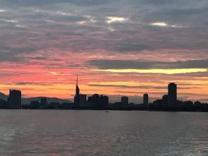 401 早起きは三文の得、美しい朝焼けです。