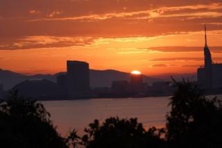 103 能古島博物館前から見た日の出