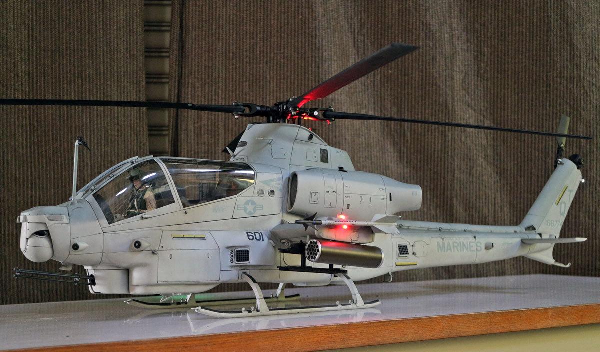 AH-1Z--exterior-light-3.jpg