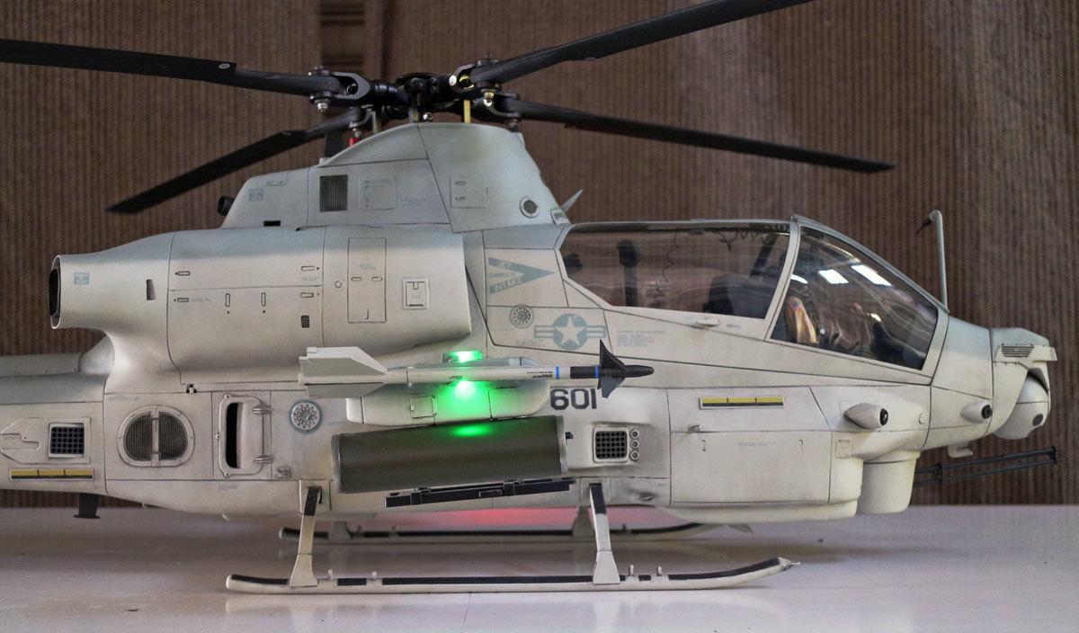AH-1Z--exterior-light-4.jpg
