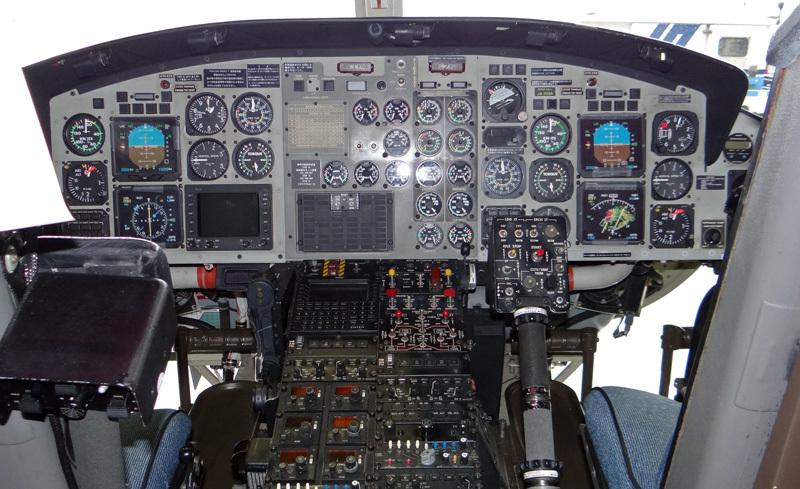 Bell412-Cockpit-1.jpg