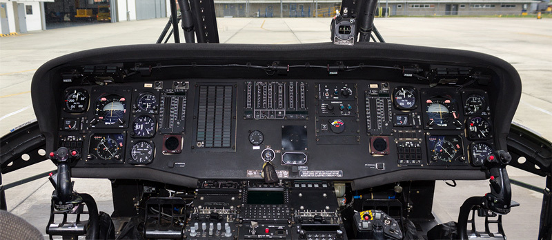 Sikorsky-UH-60L-Cockpit.jpg