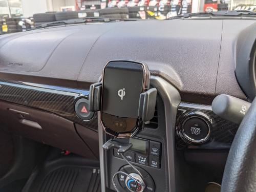 20201111車載ワイヤレス充電ホルダー1