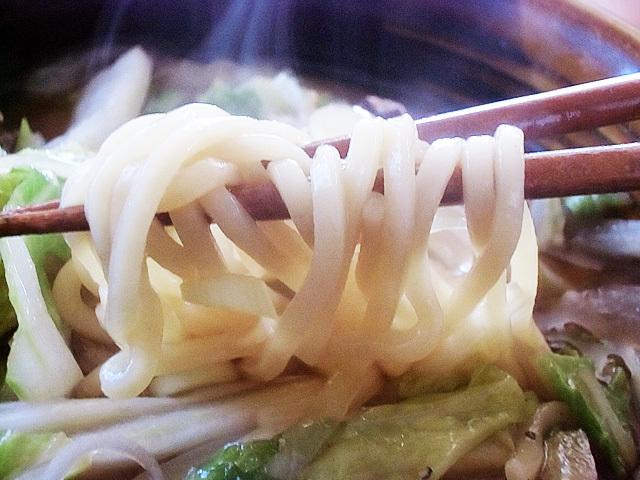 太麺にニンニクの味