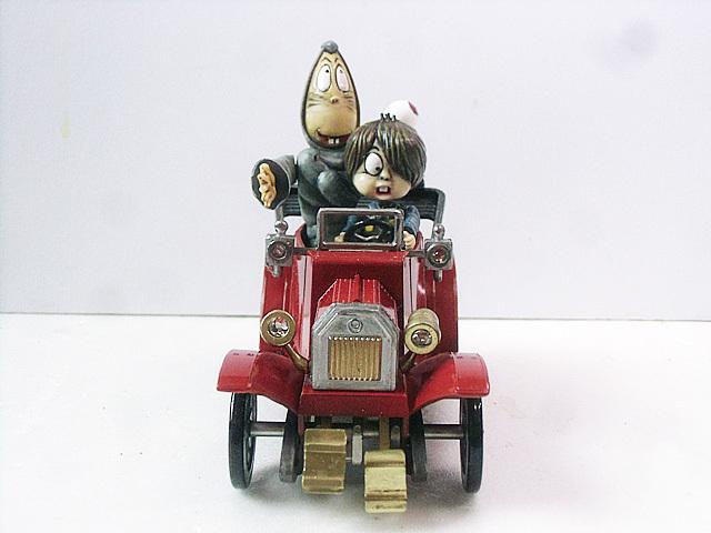 妖怪自動車正面