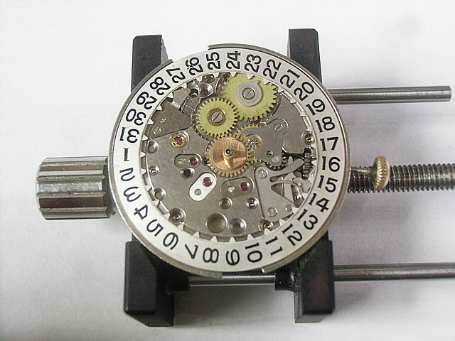 8-文字板下の機械