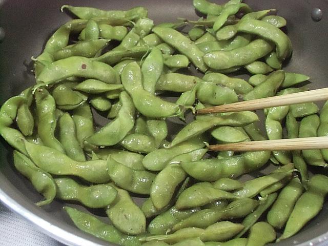 枝豆は乾煎りです