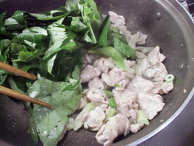 肉ネギ空芯菜を炒める