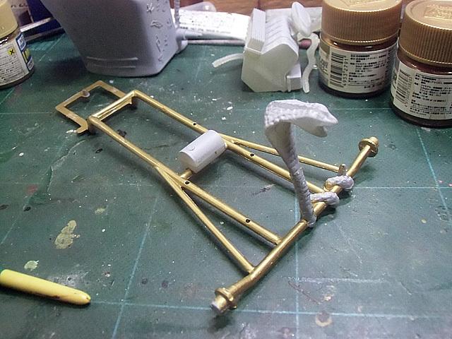 台を金で塗り