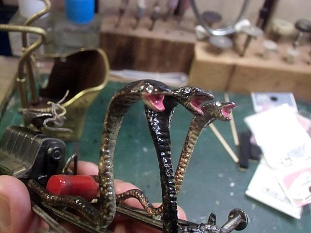 ヘビの目にもクリスタル