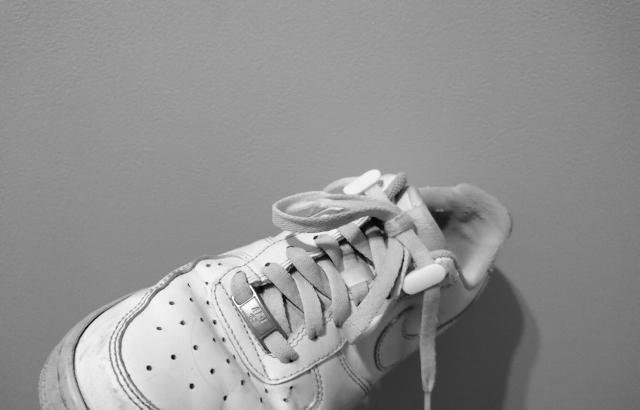 「靴ひもクリップ」を使うとスニーカーのあの問題を解決できます!2