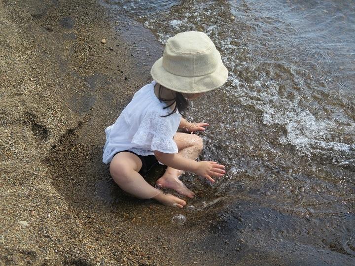 孫の水遊び